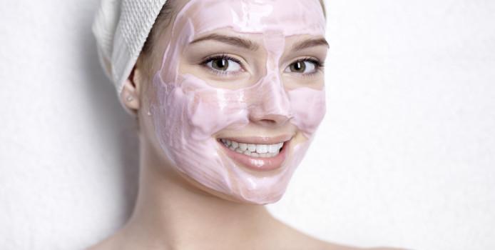 Si të trajtojmë lëkurën e thatë në kushte shtëpiake
